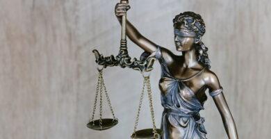 Código y Ley