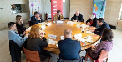 Mesa Redonda y Debate